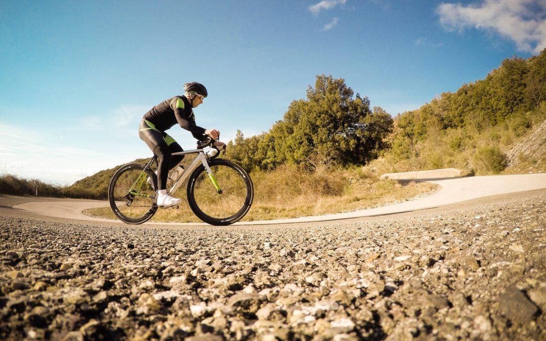Cycliste, s'entraîner à rouler à l'extérieur ou à l'intérieur?