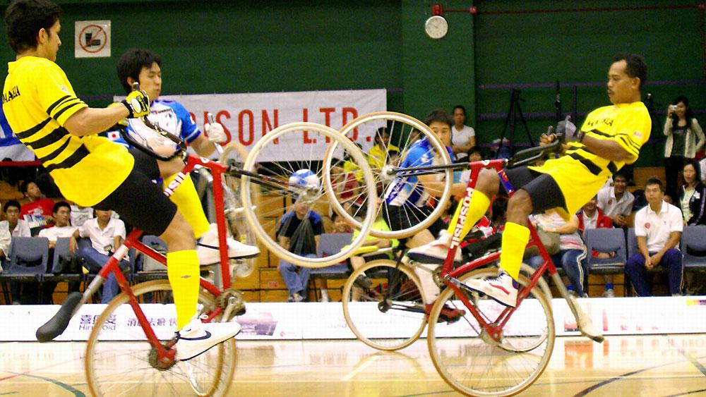 Les acrobaties à vélo : vous n'imaginez pas ce qu'ils font !